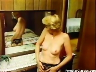 Nordic sister with an insurgent cigar box, Aunt Peg, performs beautifully in...