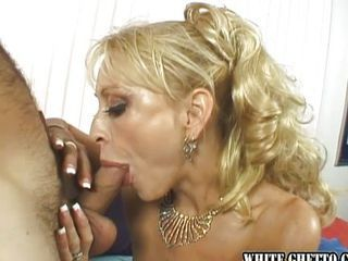 Mature slut is fucking