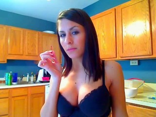 Very attractive woman exposed on gratis