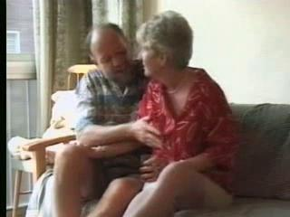 Amateur granny gets jizz on pussy Sex Tubes