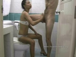 Thai hooker sucks cock in the toilet  Sex Tubes