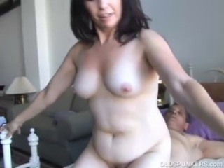 Gorgeous mature amateur loves to fuck free