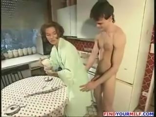Amateur Kitchen MILF Mom Old and Young