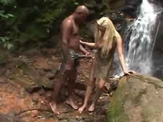 Grosse bite Blonde Interracial En plein air Ados