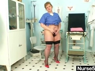 Chubby materfamilias Vilma dirty pussy spreading