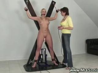 Dominatrix fond of machines for ladies