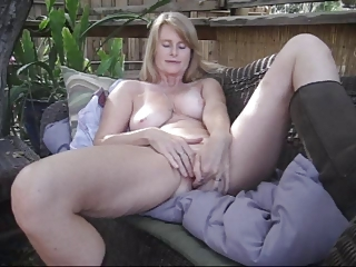 Masturbating Mature SaggyTits Solo
