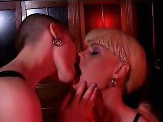 Shaved Head Woman With Strapon Dildo  amp; Shemale Fucking