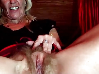 mature blonde masturbating in a webcam