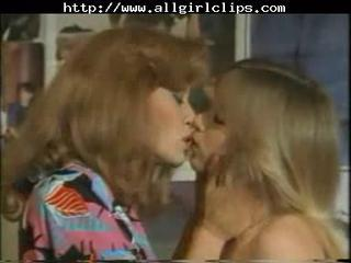 Vintage lesbos pussy licking & dildoing