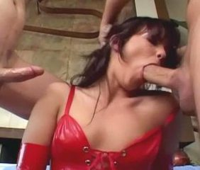 Deepthroat Latex MILF Threesome