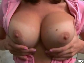 Smoking hot amateur girlfriend with huge tits homemade porno