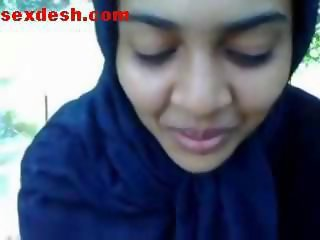 Suberb beauty bengali girl on his first date doing first blowjob