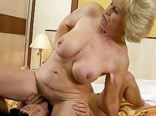Young girl loves granny pussy