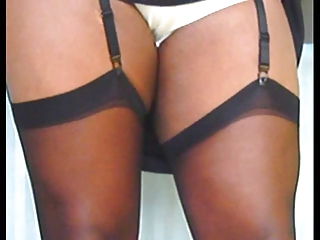 TGirl flashes her stockings 089xh