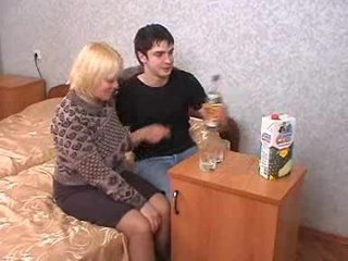 Amateur Blonde Drunk Homemade Mature Mom Old and Young