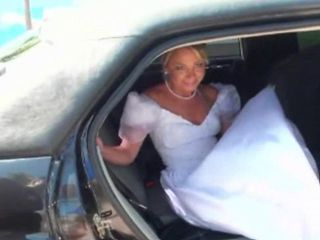 Bride fucked in a car
