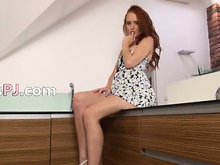Pissing redhead pose snatch