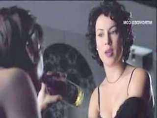 "Gina Gershon and Jennifer Tilly - Bound"" target=""_blank"