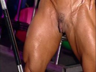 "bodybuilder mature in training center with high heels"" target=""_blank"