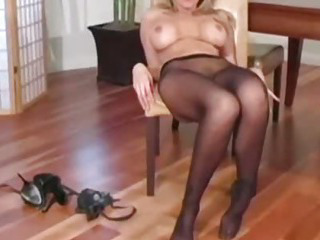 "Fantasy jerkoff instructor Julia Ann"" class=""th-mov"