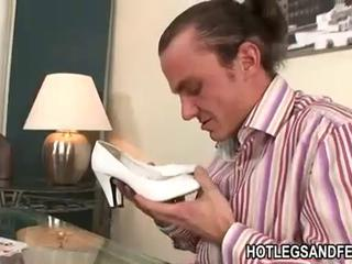 Nasty babe Satin Bloom gets that naughty feet touring on a s...