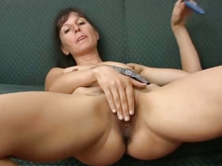 haily older  calmen enjoy with plastic cock