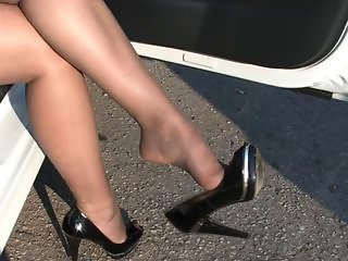 OUTDOOR NYLON LEGS IN CAR
