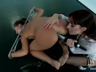 Gia DiMarco gives Kristina Rose some double trouble, penetrating the Samurai...