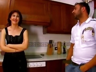 French mature get fucked in kitchen troia salope anal culo
