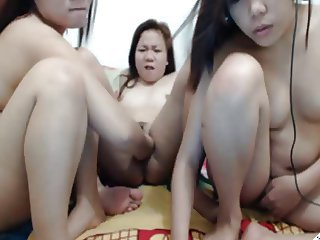 3 THAI GIRLS LICKING AND FISTING PUSSIES ON CAM