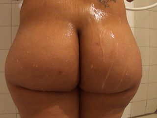 "Big ass booty in the shower - ShortyThick  -"" target=""_blank"