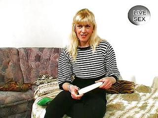 Amateur Blonde Dildo MILF Toy