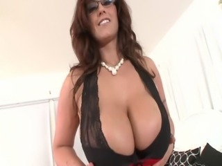 Huge titted milf in spex wants cumshot over her tits free