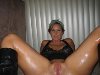 Amateur Homemade MILF Oiled Pussy Wife