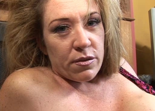 Blonde Chubby Mature Squirt