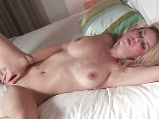 Babe Masturbating Natural Solo Teen