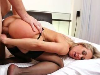 MILF Brandi Love gets a perfect nob job