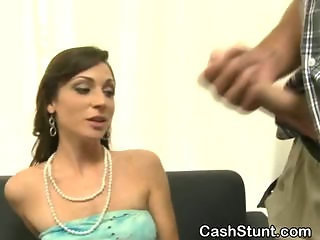 Brunette Amateur Sucks Off Stranger In Cash Stunt
