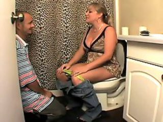 Amateur Licking MILF Mom Old and Young Toilet