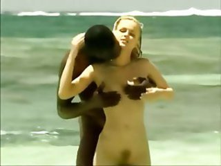 Nena Playa Interracial Al Aire Libre