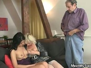 He finds his girl in threesome with his olds