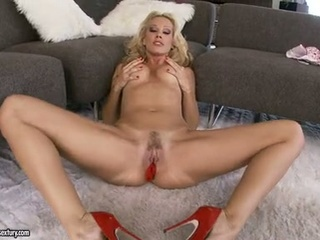 Nympho Vega Vixen Spreads Her Cookie Wide Enough And Stuffs It For Ple...