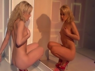 This sexy stripper plays with herself until she squirts