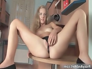 Blonde babe getting horny taking her part3