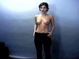 Brunette Girl Posing Topless On Casting Sex Tubes
