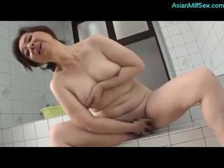 Busty Mature Woman Fingering Herself In T ... Sex Tubes