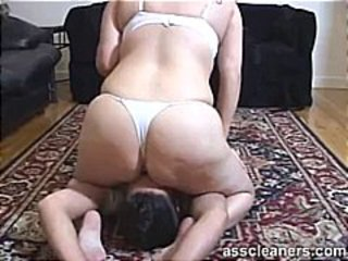 A live demo on how it is to get smothered by a big round ass